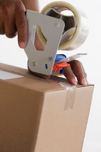 Sealing a box - Macfarlane Packaging Online